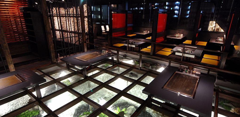 水庭に浮かぶ、幻想的な雰囲気の清流の間(2階)