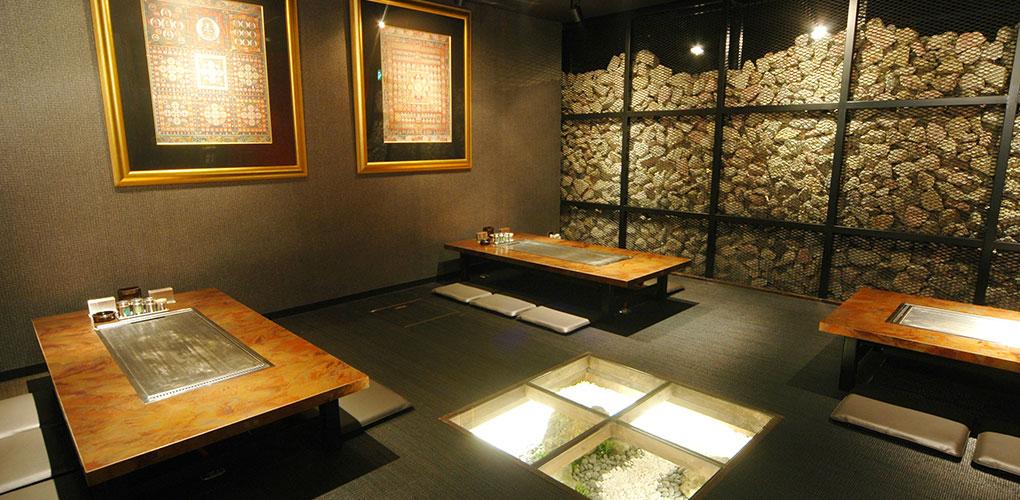 寺院のような雰囲気で、落ち着きのある瞑想の間(2階)
