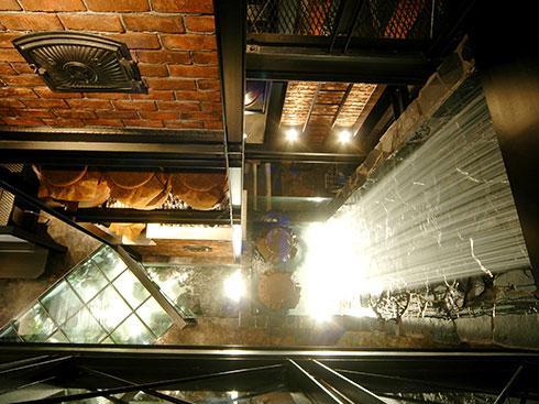2階吹き抜けより1階を見下ろす