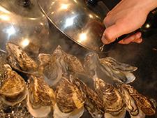 殻付き牡蠣の 鉄板蒸し焼き