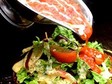 トマオコ(トマトとチーズのお好み焼き)