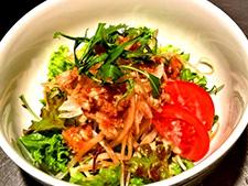 パリパリ鶏皮の大根サラダ